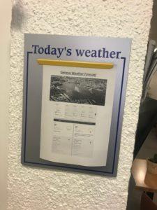 ホステル入り口に張っている今日のジュネーブの天気